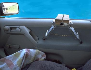 DIY Autoscheibenstativ monitert an der Beifahrertüre